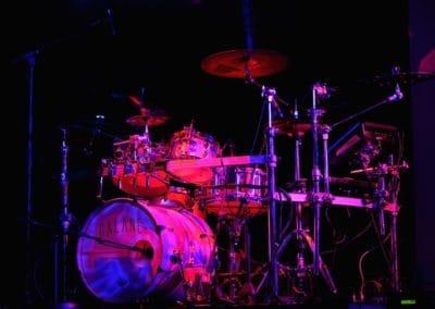 Schlagzeug in einer Wohnung spielen